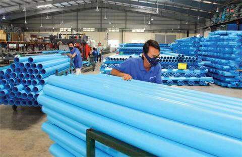 Ngành nhựa Việt Nam đang tăng trưởng nhanh nhưng chủ yếu vẫn là gia công. Ảnh: Bộ Công thương