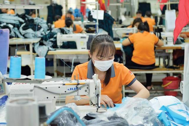"""Phương án """"3 tại chỗ"""" với mật độ người lao động khá đông cũng tiềm ẩn nguy cơ lây nhiễm dịch cao."""