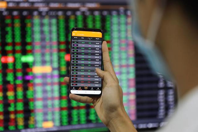 Nhóm ngân hàng bứt phá, VN-Index tăng gần 14 điểm - Ảnh 1