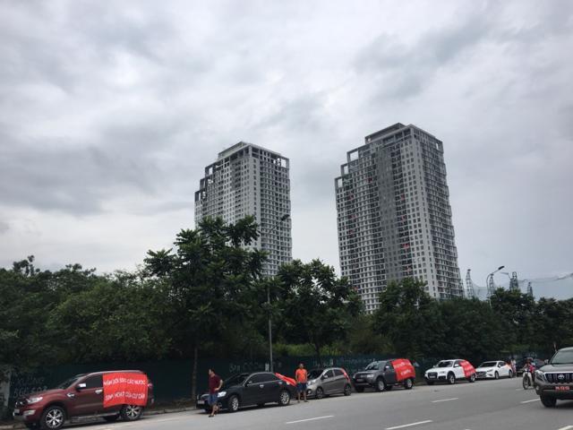 Người dân Mỹ Đình Pearl đã tập trung treo băng rôn lên ô tô đi qua nhiều tuyến phố Hà Nội để phản ánh sự bức xúc vào hồi tháng 6/2019 (Ảnh Giadinhonline.vn)