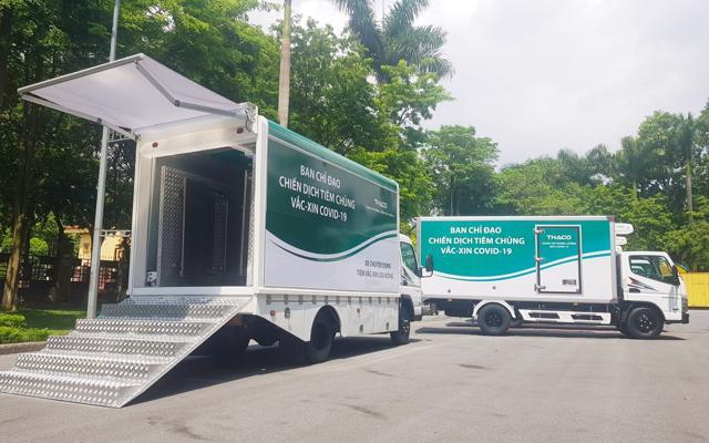 Doanh nghiệp chung tay đẩy lùi Covid-19 giữa tâm dịch Tp.HCM: THACO trao tặng 126 xe chuyên dụng, DHL Express hỗ trợ đưa về lô vắc xin Pfizer - Ảnh 1