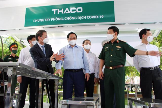 Doanh nghiệp chung tay đẩy lùi Covid-19 giữa tâm dịch Tp.HCM: THACO trao tặng 126 xe chuyên dụng, DHL Express hỗ trợ đưa về lô vắc xin Pfizer - Ảnh 2
