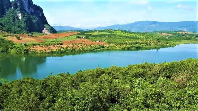 Nhiều người dân sống trong nội đô Hà Nội đã đổ về các vùng ven để mua đất nền làm ngôi nhà thứ hai (second home).