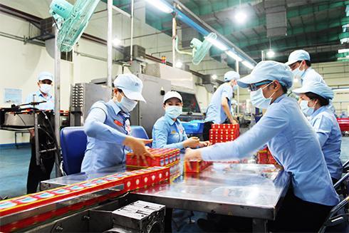 Các doanh nghiệp gặp khó khăn thậm chí phải dừng sản xuất, ảnh hưởng đến tiến độ giao hàng, đặc biệt là các đơn hàng xuất khẩu. Ảnh minh họa.