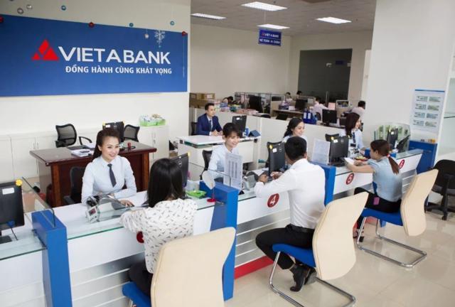 Vừa lên sàn, loạt cổ đông lớn của VietABank lần lượt thoái vốn khiến cổ phiếu giảm kịch sàn - Ảnh 1