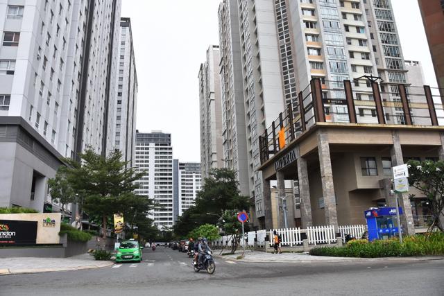 Bất động sản có đặc thù kinh doanh riêng, lý giải nguyên nhân vì sao doanh nghiệp địa ốc vẫn báo lãi khủng bất chấp dịch bệnh.