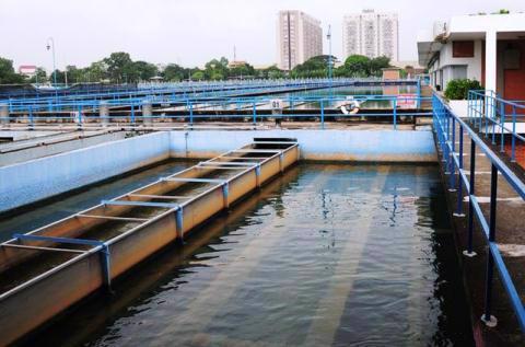 Nguồn nước sạch tại TP.HCM đứng trước ba nguy cơ đe dọa lớn là xâm nhập mặn, ngập lụt và ô nhiễm xả thải. Ảnh minh họa: PLO
