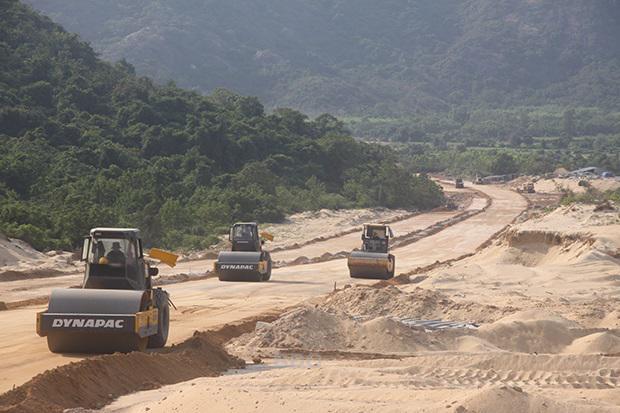 """Bình Định: 5 dự án giao thông trọng điểm góp phần """"tăng tốc"""" phát triển kinh tế, xã hội - Ảnh 2"""