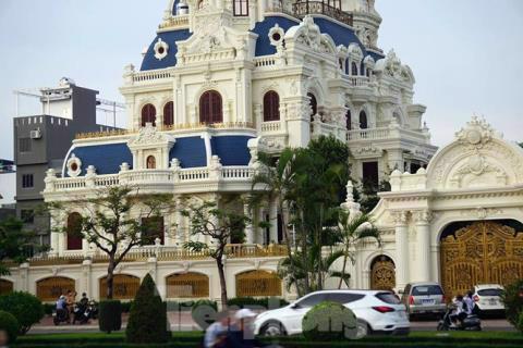 """Người dân tại quận Hải An (Hải Phòng) chia sẻ, tòa lâu đài của đại gia Phát """"dầu"""" được xây dựng kéo dài trong nhiều năm"""