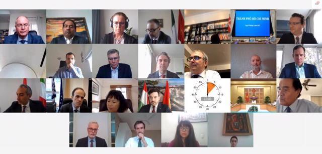 Các thành viên EuroCham phát biểu tại họp báo trực tuyến tối 9/9, ngay sau cuộc gặp với Thủ tướng.