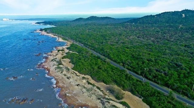 Hồ Tràm có thiên nhiên nguyên sơ, rừng biển nối liền cùng không khí trong lành, phù hợp để nghỉ dưỡng.