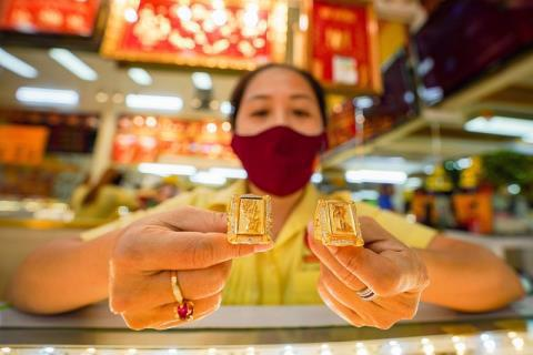 Giá vàng trong nước chênh gần 9 triệu với giá vàng thế giới
