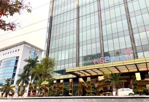 Logo KSBank bên ngoài tòa nhà 16 Phạm Hùng, Hà Nội. Ảnh: VnE