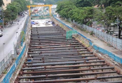 Nhiều ga ngầm thi công chậm trễ khiến metro Nhổn - ga Hà Nội có nguy cơ khó kịp vận hành vào năm 2022. Ảnh: TPO