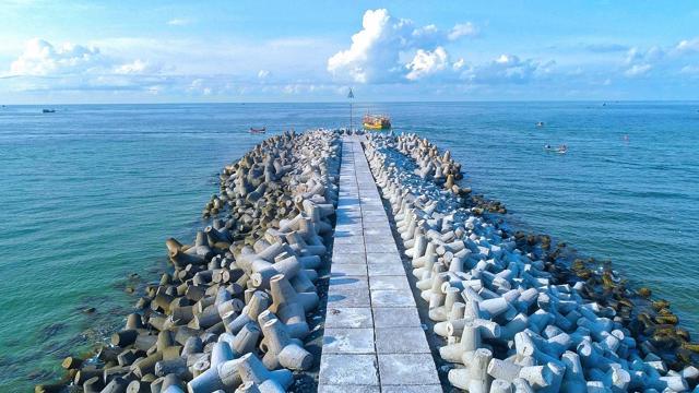 Hồ Tràm là một trong những điểm đến nổi bật phía Nam với bờ biển nguyên sơ và nguồn hải sản phong phú