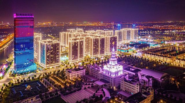 Vinhomes Ocean Park rực rỡ vùng trời phía Đông từ cao tốc Hà Nội Hải Phòng.