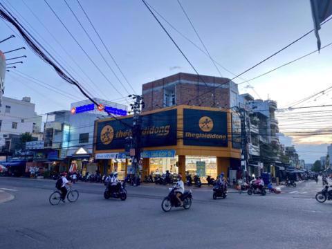 Cửa hàng TGDĐ thuê ở trung tâm thị xã An Nhơn, tỉnh Bình Định có diện tích hơn 200m2. Ảnh: Tuổi trẻ