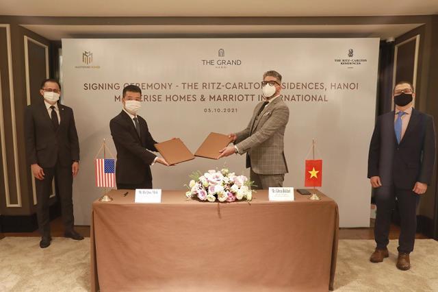 Masterise Homes và Marriott International ký thỏa thuận hợp tác mang khu căn hộ hàng hiệu Ritz-Carlton đến Hà Nội - Ảnh 1